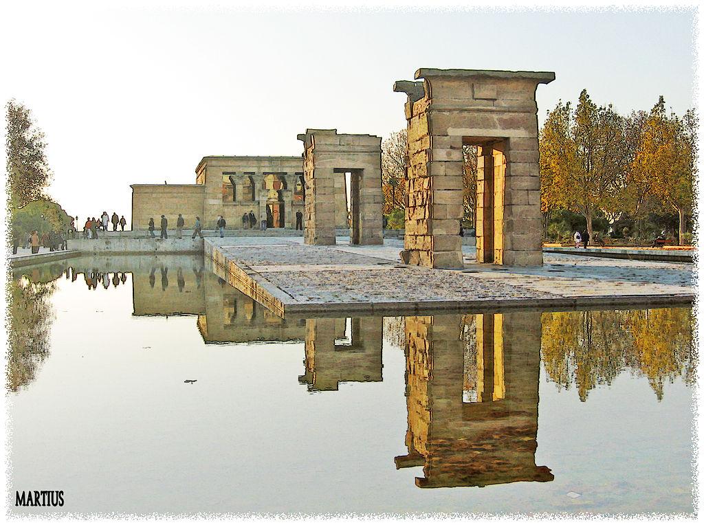 1024px-Templo_de_Debod_(Madrid)_05